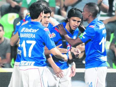 Cruz Azul goleó a Santos y se acerca a la Final