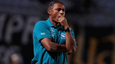 Reinaldo Clavasquín ya no será el asistente técnico del Motagua.