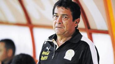 Juan Carlos Espinoza tiene la mesa servida para hacer historia