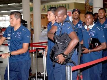 La selección de  Honduras  viajó este domingo hacia EUA