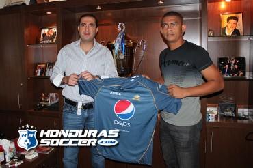 Luis Castro ahora defenderá los colores del Motagua