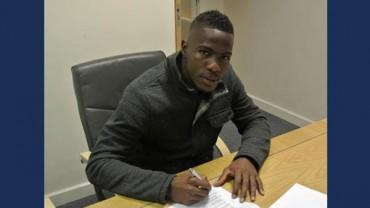 Maynor Figueroa ya firmó su contrato en la oficina del Hull City