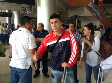 Varela ya realizó trabajos con balón y podría debutar en El Salvador