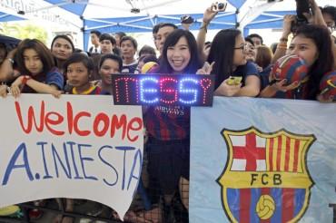 Centenares de seguidores reciben al Barça en Tailandia