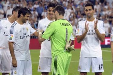 Abrazo del Rey, brazalete de capitán y camiseta a Cristiano