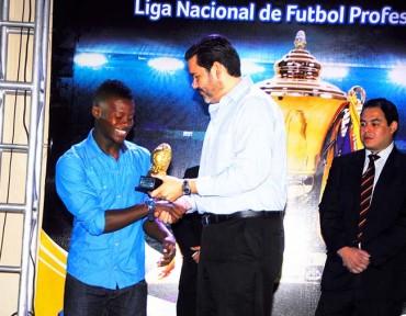 La Liga Nacional premio anoche la destacada participación de los futbolistas