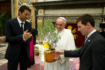 El Papa Francisco recibe a Messi en Roma