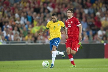 Suiza sorprende a Brasil que pierde con autogol de Dani Alves