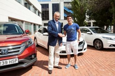 Honda le entrega cuatro coches a Marc Márquez