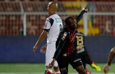 Jerry Palacios hace tres goles en trinfo del Alajuelense