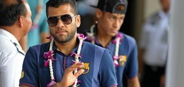 """Alves: """"Neymar es de los pocos jugadores tocados por Dios"""""""