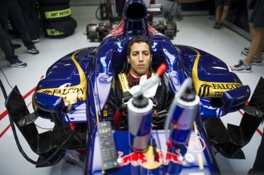 Ricciardo pone a Sainz Jr. en la senda de la Fórmula 1