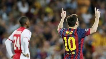 Messi también se apunta al triplete y se acerca a Raúl