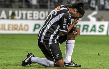Ronaldinho se lesiona y no llegaría al Mundial de Clubes