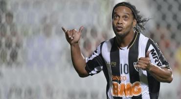 El guante mágico de Ronaldinho en su pierna derecha