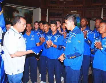 Sub-17 fue juramentada por Porfirio Lobo Sosa