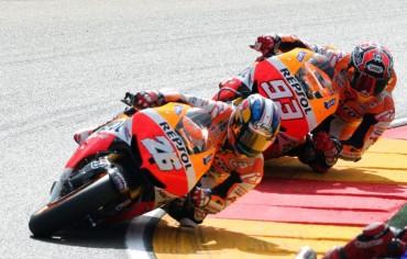 Pedrosa gana pero Márquez se queda a un paso del título