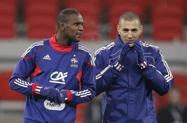 """Abidal: """"Mandar a Benzema al banquillo no es la solución"""""""