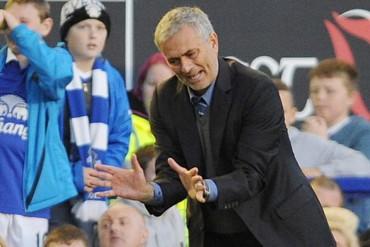 Mourinho tacha a Neymar de 'piscinero' y pide que intervenga la UEFA