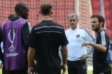 Mourinho pone a Mata como ejemplo para otros jugadores del Chelsea