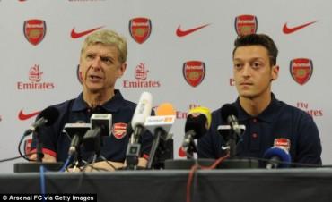 Arsene Wenger está satisfecho con el juego de Mesut Ozil