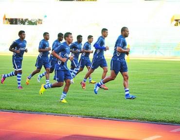 """Los 12 futbolista de la """"H"""" realizaron ejercicios fuertes en lo físico"""