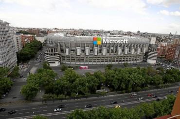 La afición se divide sobre el patrocinio del Bernabéu