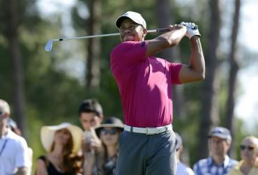 Tiger Woods se mantiene al frente del PGA