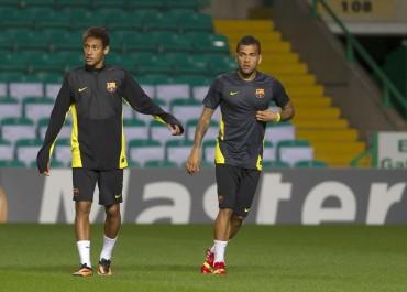 """Alves: """"Neymar está listo para asumir el puesto de Messi"""""""