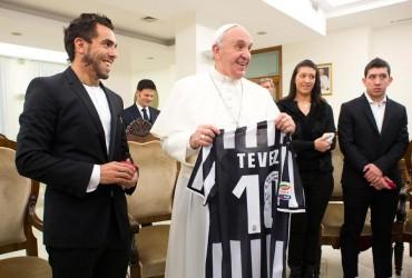 El Papa recibe a Carlos Tévez y su familia