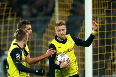 El Dortmund derrota al Nápoles y se mantiene con vida