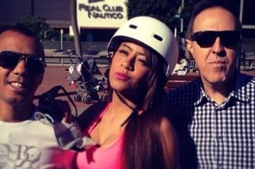 Rafaella la hermana de Neymar se divierte patinando por Barcelona