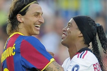 Ronaldinho dice que quiere jugar con Ibrahimovic en el PSG