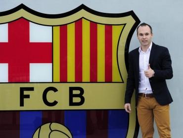 Andrés Iniesta firma la ampliación de su contrato con el Barcelona