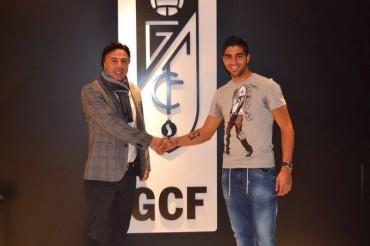 Jonathan Mejía firma su renovación con el Granada CF