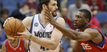 Wolves remontan a 76ers