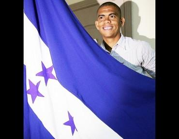 Luis Castro se convirtió en un hondureño más tras adquirir su ciudadanía