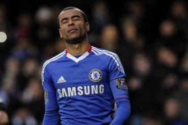 Mourinho castiga a Cole por serle infiel con sus viejas amistades
