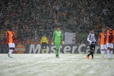 Suspenden el partido Galatasaray-Juve por la nieve
