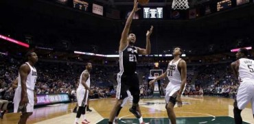 Spurs aplastan a Bucks