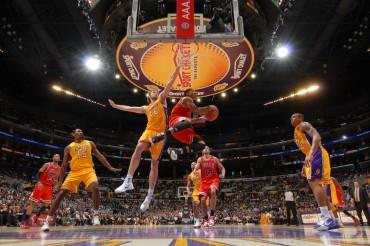 Augustin sorprendió y Taj Gibson sentenció a los Lakers