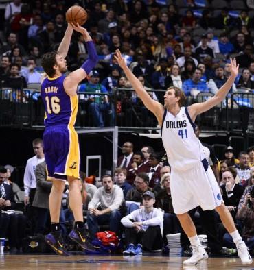 Nowitzki ganó el duelo a Gasol y los Mavericks a los Lakers