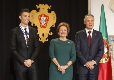 Cristiano Ronaldo, condecorado en Portugal
