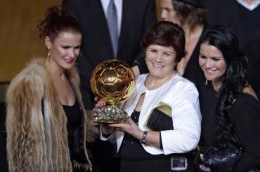 La madre de Cristiano Ronaldo se fotografió con Leo Messi
