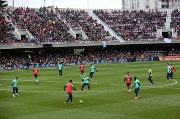 El Barcelona se entrenó a puerta abierta ante 13.200 personas