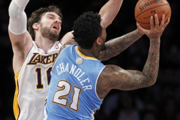 Otro colapso defensivo de los Lakers