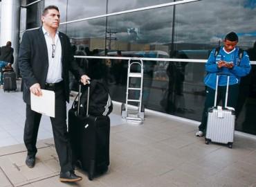 Luis Suárez llego de sus vacaciones al país