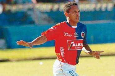 Hondureño Williams Reyes goleador histórico de El Salvador
