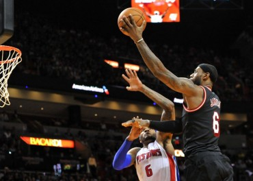 LeBron y Wade guían a Miami ante unos aguerridos Pistons