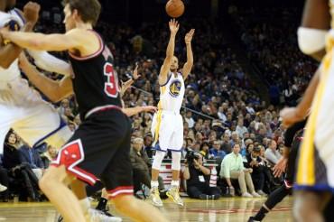 Curry avisa a Irving tras su exhibición ante Chicago